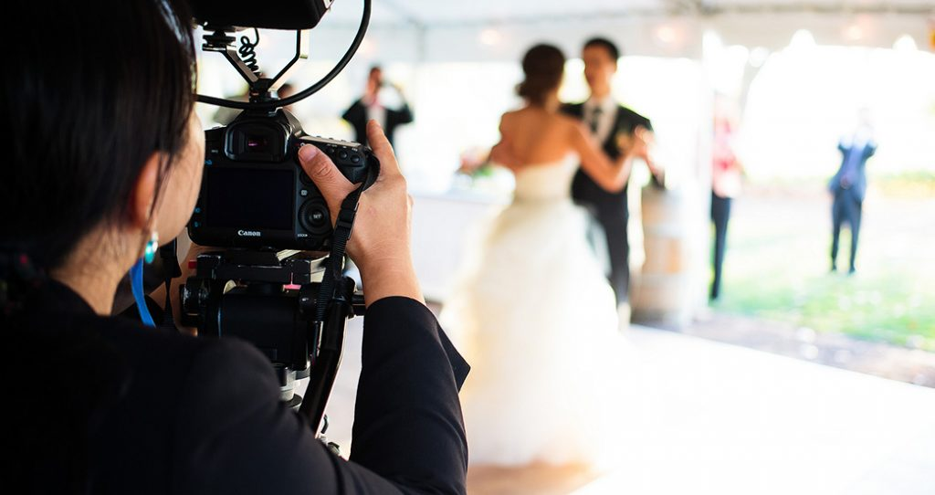 Choosing Wedding Photography: Consider Your Budget